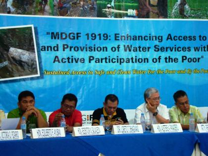 DILG officials discuss the components of MDGF 1919 project together with the beneficiary LGUs from Regions X and XIII. (From L-R) Mayor Edilberto F. Ayuban of Dangcagan Bukidnon, Claveria town Mayor Redentor N. Salvaleon, DILG X Director Loreto T. Bhagwani, DILG Usec for Local Governments Austere A. Panadero and DILG XIII Director Rene K. Burdeos. (Jorie C. Valcorza / PIA-10)