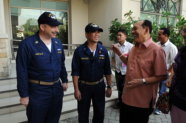 Master Chief Engineman Joseph Matteo, left, and Chief Warrant Officer Zosimo Francisco meet with Neil Tupas, governor of Iloilo, prior to troubleshooting and repairing generators at hospitals throughout Iloilo.