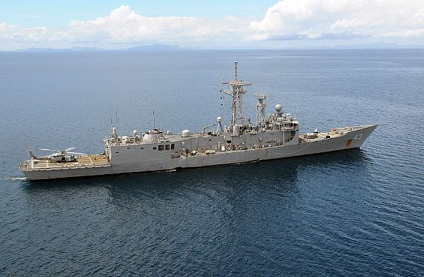 The guided-missile frigate USS Thach (FFG 43) steams in the Sulu Sea as part of the Ronald Reagan Carrier Strike Group. The frigate is on station to refuel helicopters that have been air-lifting food and water to remote locations on the Philippine Island of Panay.