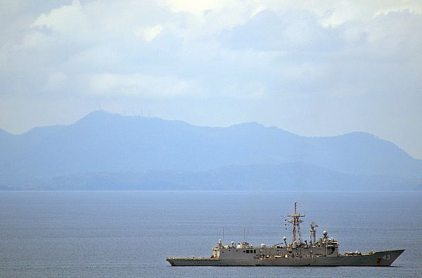 The guided-missile frigate USS Thach (FFG 43) steams near the Philippine Islands during humanitarian assistance and disaster relief efforts in the wake of Typhoon Fengshen.